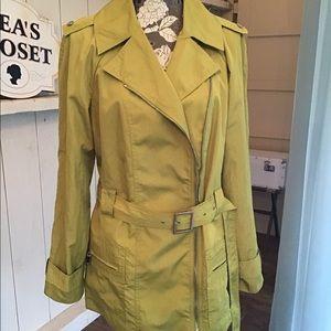 Anne Klein AK chartreuse trench coat size L EUC